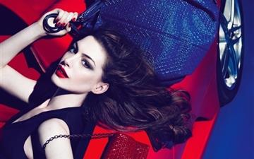 Anne Hathaway Tods Mac wallpaper