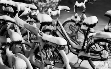 Snowy Bicycles Mac wallpaper