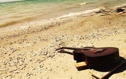 Guitar On The Beach Mac wallpaper
