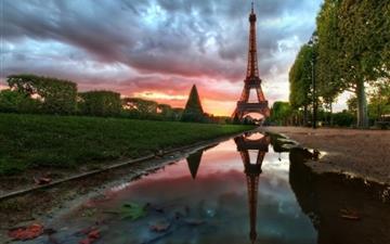 Eiffel Tower Reflection Mac wallpaper