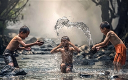 Kids Playing With Water Mac wallpaper