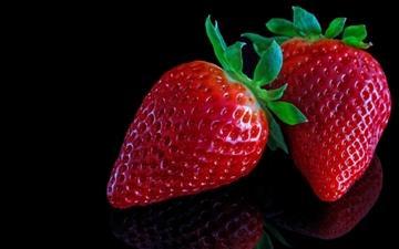 Strawberries On Black Mac wallpaper