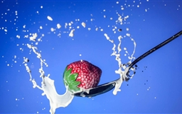 Strawberry Spoon Milk Mac wallpaper