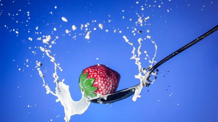 Strawberry Spoon Milk Mac Wallpaper