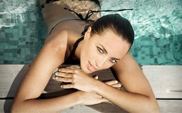 Model Olivia Drout Mac wallpaper