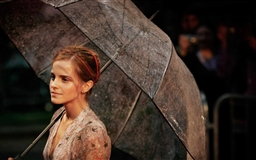 Emma Watson With Umbrella Mac wallpaper