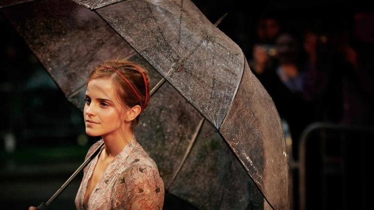 Emma Watson With Umbrella Mac Wallpaper
