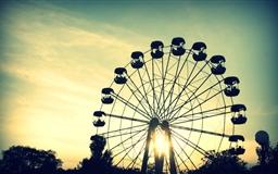 Sunlight Throught Ferris Wheel Mac wallpaper