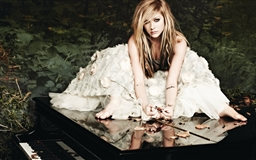Avril Lavigne In A White Dress Mac wallpaper
