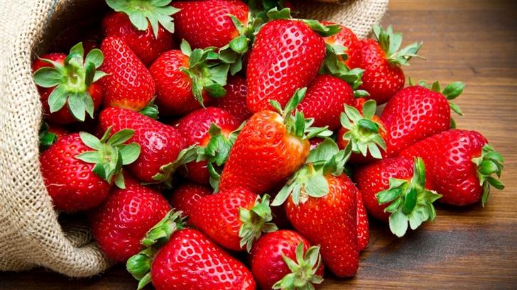 Strawberries Fruits Mac Wallpaper