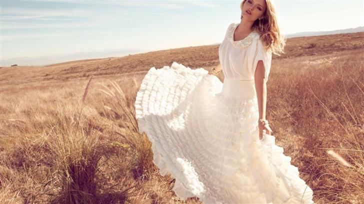 Lily Donaldson In White Dress Mac Wallpaper