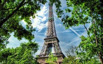 Eiffel Tower 2 Mac wallpaper