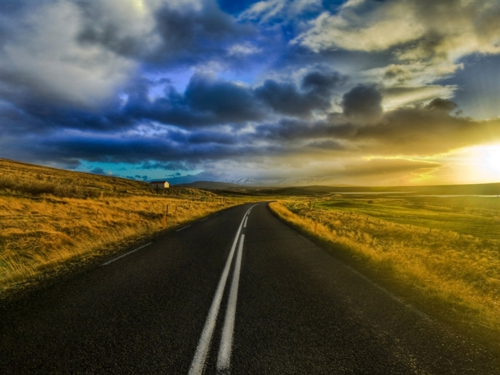 The open road in Iceland Mac Wallpaper