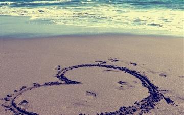 Heart On Beach Mac wallpaper