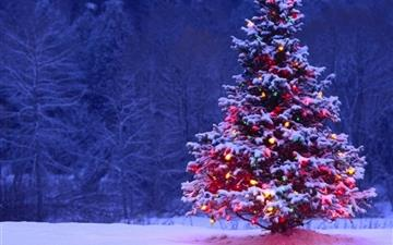 Decorated Christmas Tree Mac wallpaper