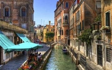 Venice Channel Building Mac wallpaper