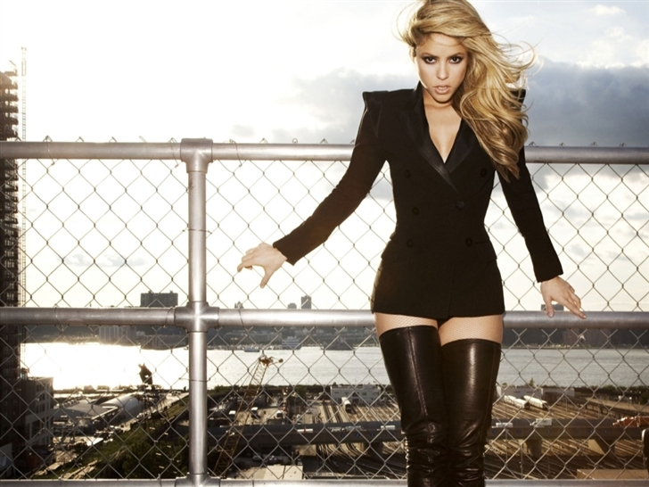Shakira In Black Mac Wallpaper