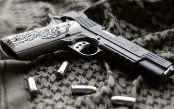 Gun and  bullets Mac wallpaper