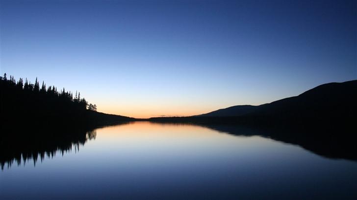 Calm lake Mac Wallpaper