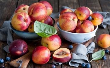 Peach and blueberry Mac wallpaper