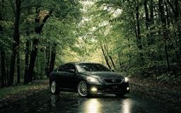 Lexus In The Rain Mac wallpaper