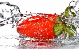 A strawberry Mac wallpaper