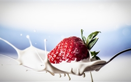 Strawberry Splash Mac wallpaper