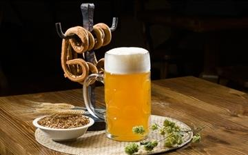 Beer Pint And Pretzels Mac wallpaper