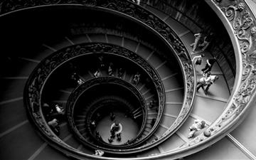 Spiral Stairs Of The Vatican Museums Mac wallpaper