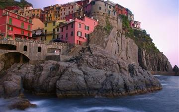Manarola on the Mediterranean Mac wallpaper