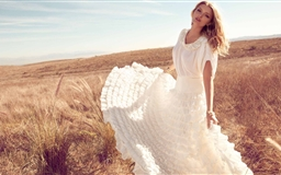 Lily Donaldson In White Dress Mac wallpaper