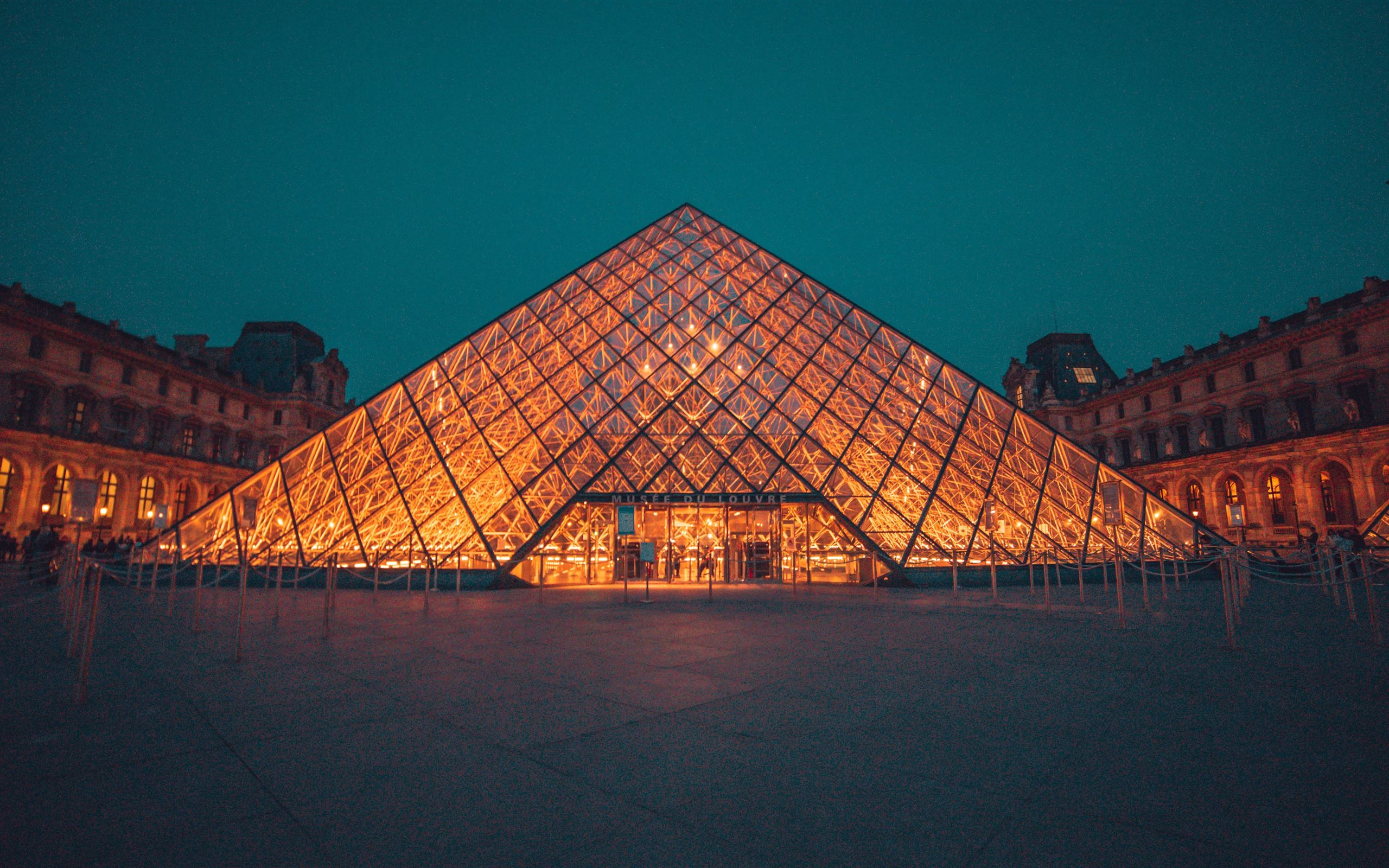 The Louvre Museum During Night Mac Wallpaper Download
