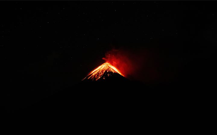 Volcan Fuego, Antigua, Gu... iMac wallpaper