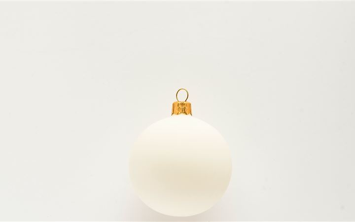 white bauble iMac wallpaper