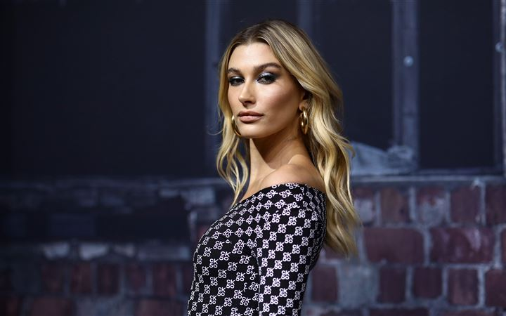 5k hailey baldwin 2020 All Mac wallpaper