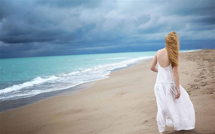 Blonde Woman On The Beach All Mac wallpaper