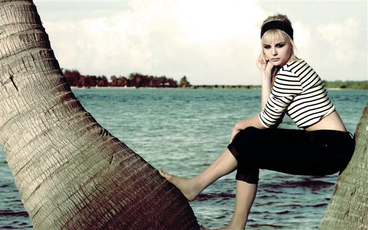 Chloe Moretz Instyle All Mac wallpaper