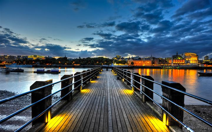 Thames Pier All Mac wallpaper