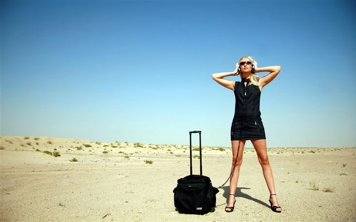 Travel Girl MacBook Air wallpaper