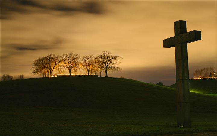 Christian cross MacBook Pro wallpaper
