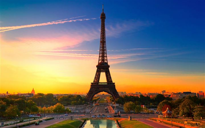 Eiffel Tower At Sunrise MacBook Pro wallpaper