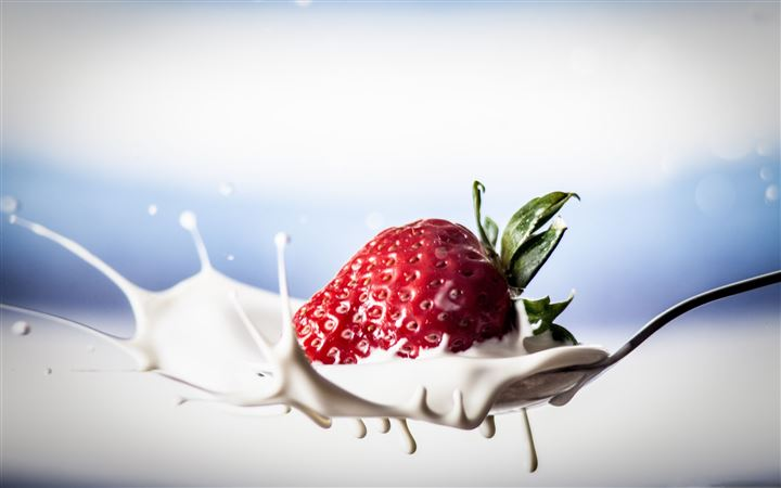 Strawberry Splash MacBook Pro wallpaper