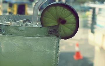 Ice Cold Lemonade Mac wallpaper