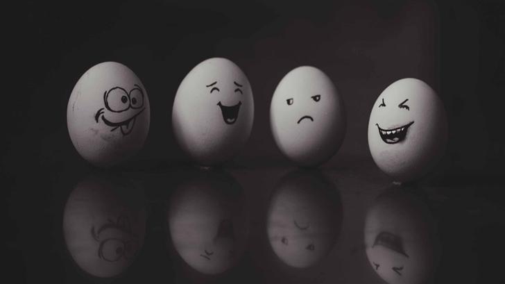 Funny Eggs Mac Wallpaper
