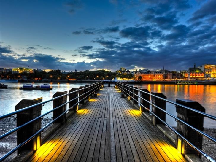 Thames Pier Mac Wallpaper