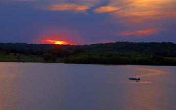 Sunset Water Skiers Mac wallpaper