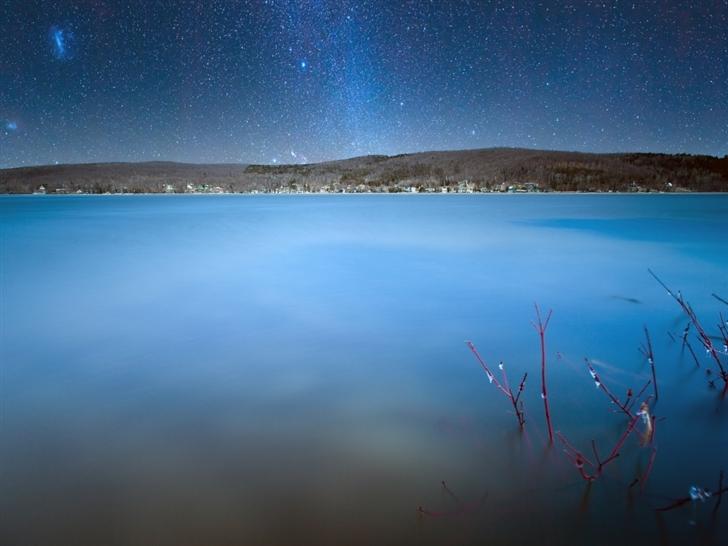 Milkyway over lake Mac Wallpaper