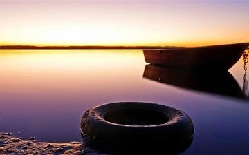 Boat And Tire Mac wallpaper