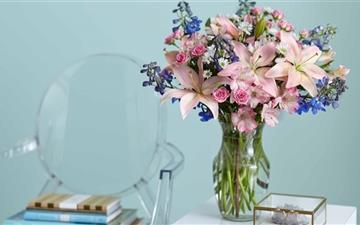 Beautiful Lilies Bouquet In A Vase Mac wallpaper