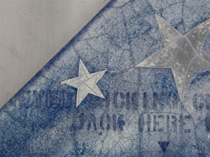Star and wall Mac Wallpaper